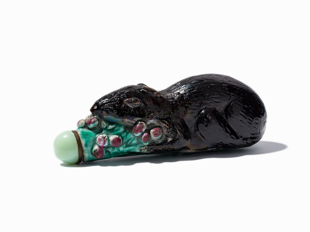 Porcelain Snuff Bottle of a Rat with Leaf and Fruits,