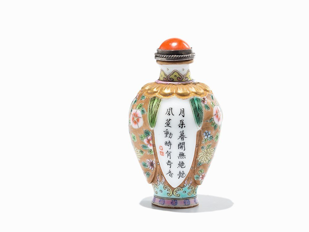 Porcelain Snuff Bottle with Floral Ornaments, China,