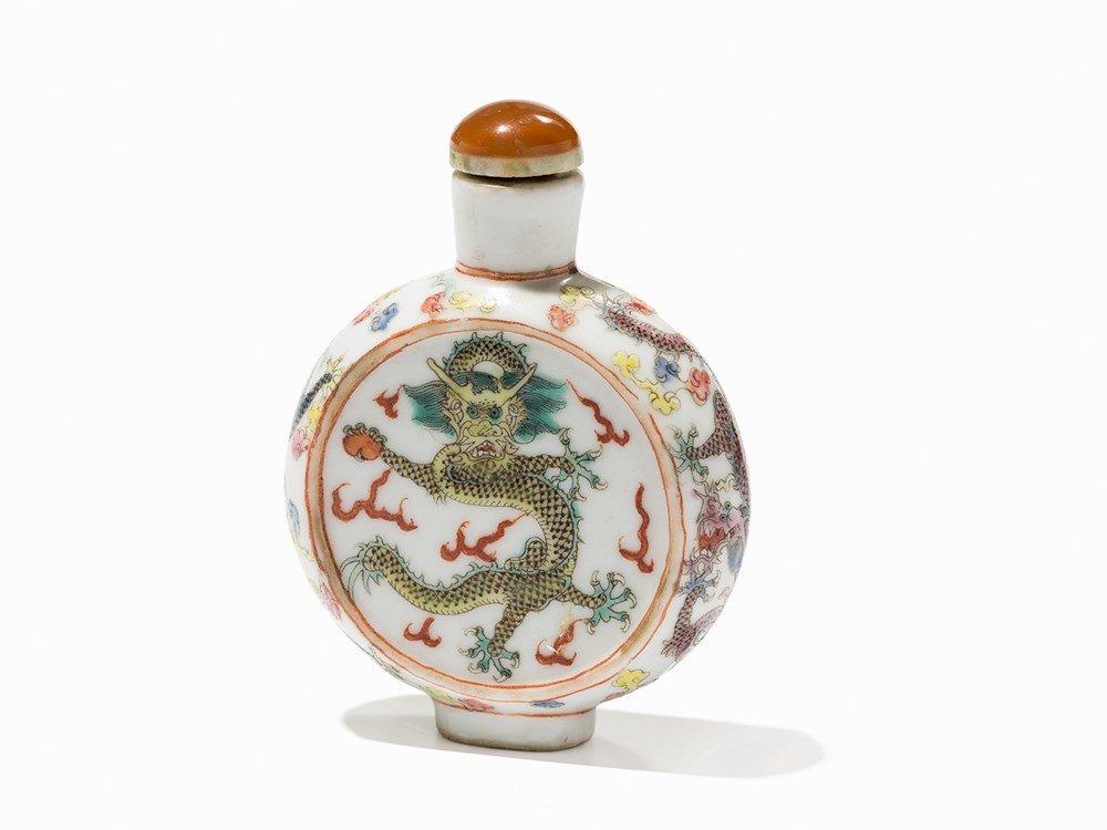 Familie Verte Porcelain Snuff Bottle with Dragon,