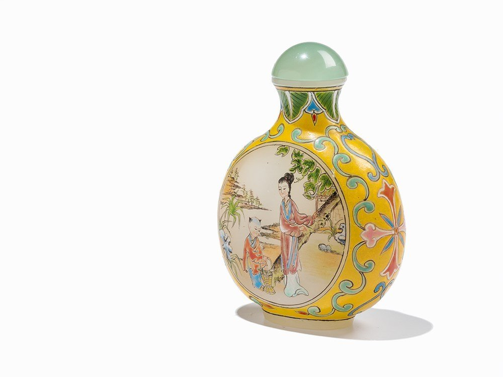 Enamelled Glass Snuff Bottle with Court Ladies, 20th C.