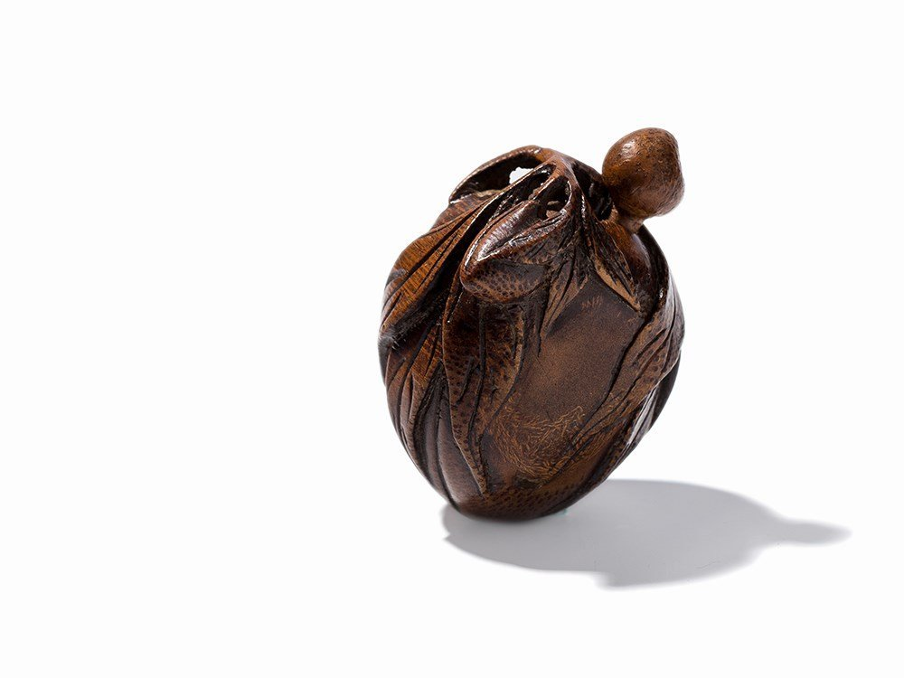 Bamboo Snuff Bottle in Shape of a Peach with Leaves,