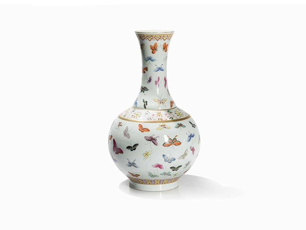 Bottle Vase with Butterfly Décor, Guangxu Period