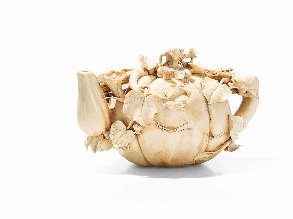 Exceptional Ivory Carving of a 'Gourd Teapot, 19th C.