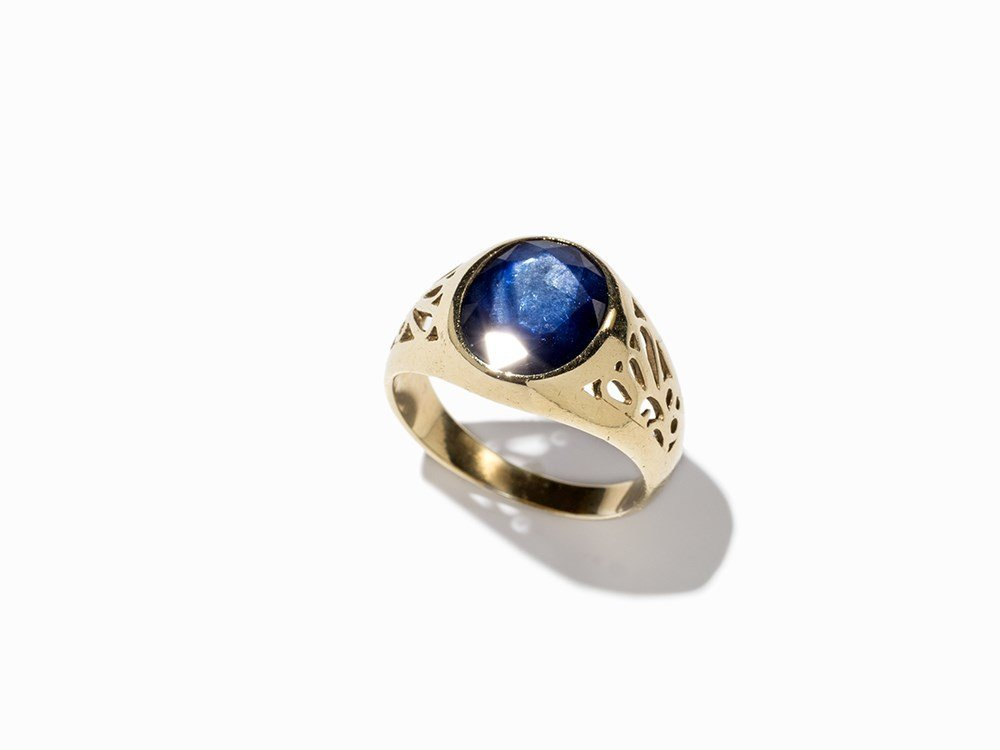 Goldring with a Faceted Sapphire of c. 2.5 Ct, 14 K
