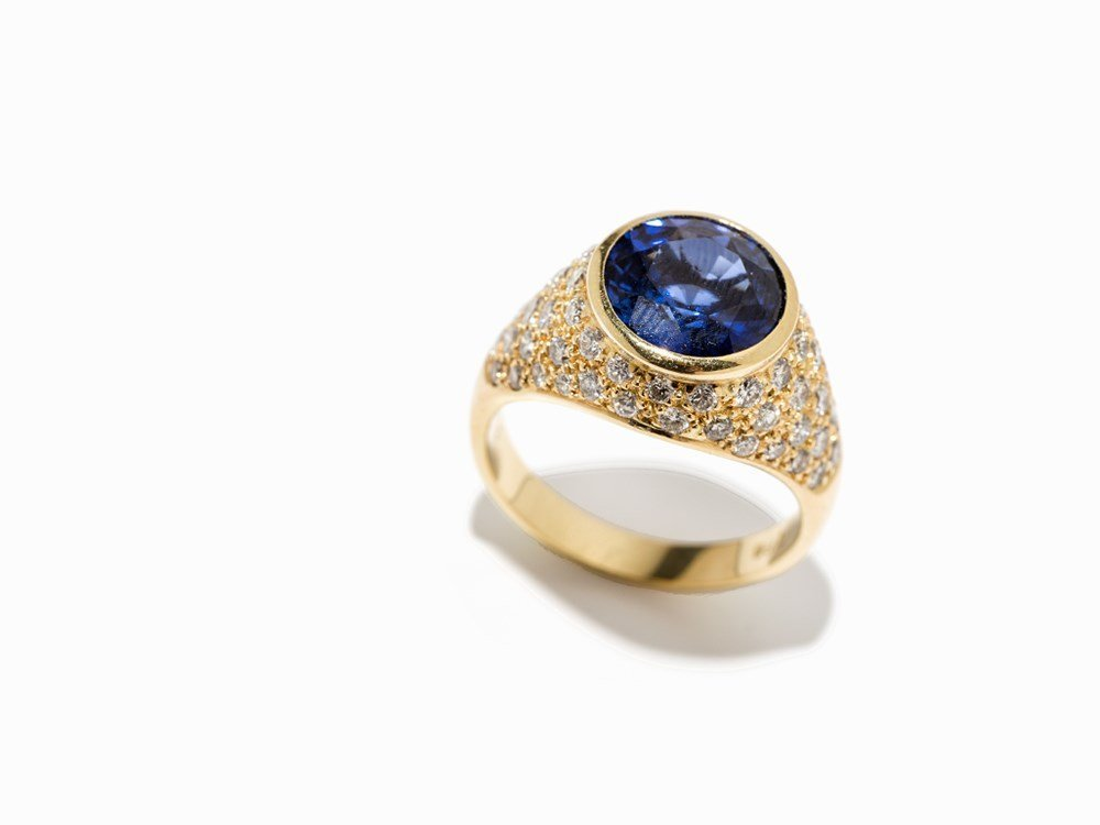 Cocktail Ring with a Central Sapphire and Diamonds, 18K