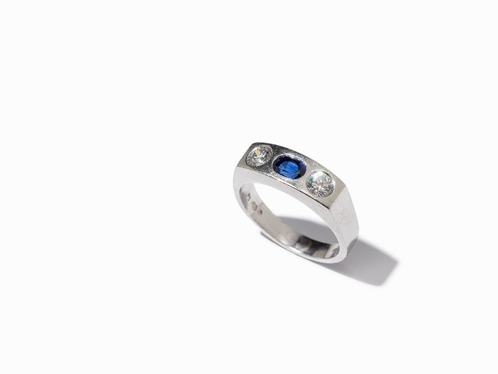 Platinum Ring with 2 Diamonds & Oval Cut Sapphire