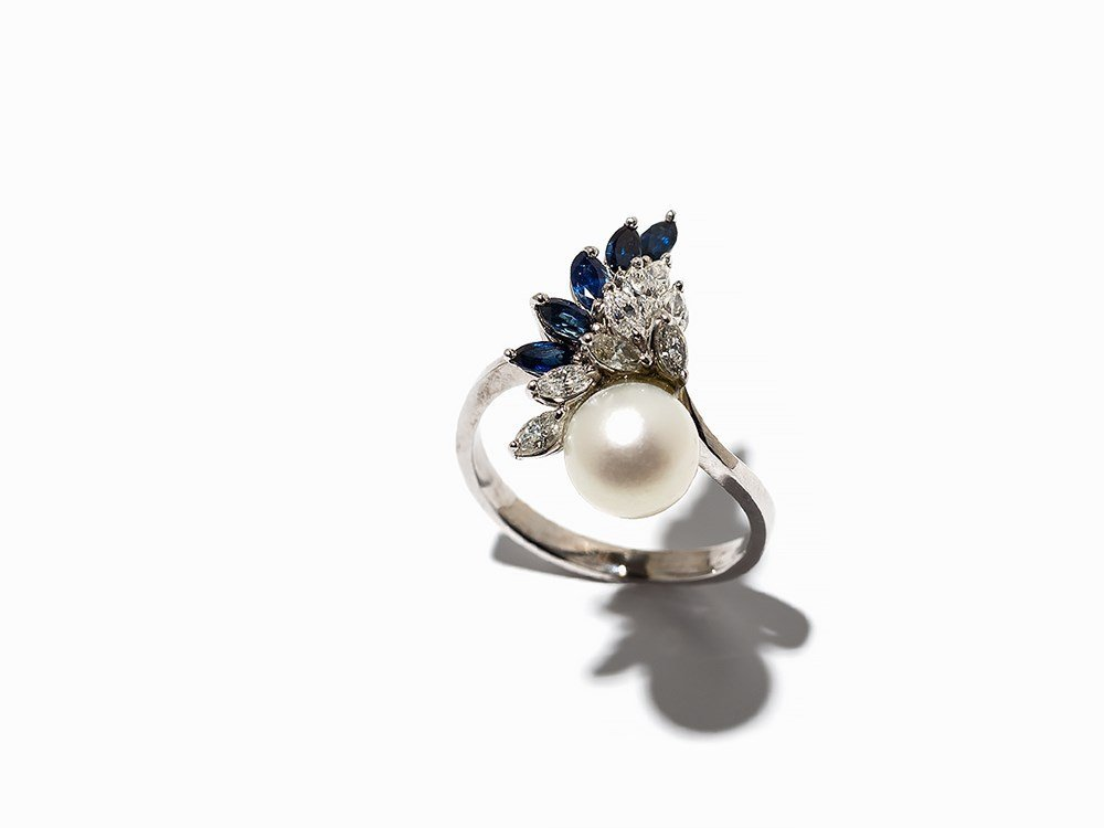 Lady's Ring with a Pearl, 5 Sapphires and 8 Diamonds,