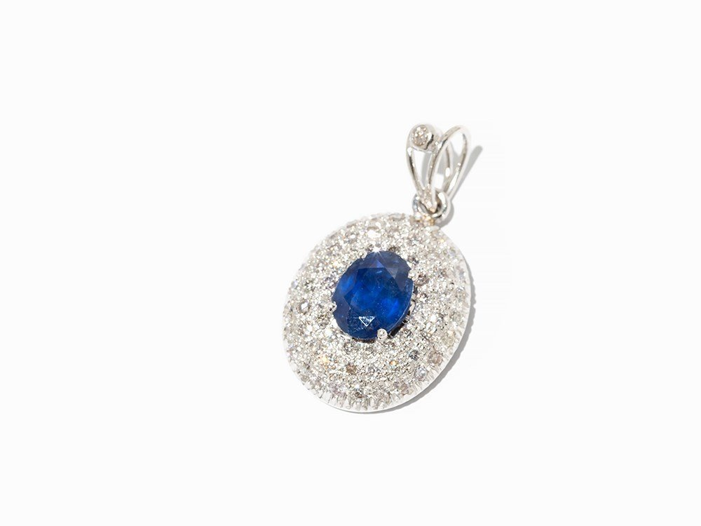 Pendant with 1 Sapphire of 2 ct. and Diamonds of c. 1.5