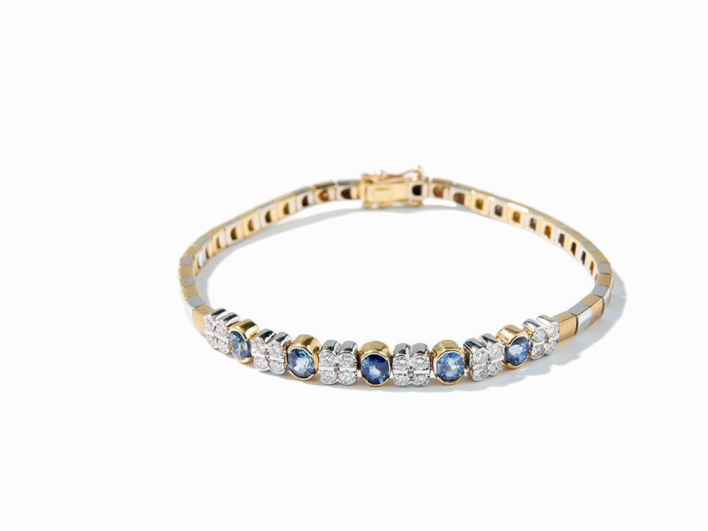 Bracelet with 5 Sapphires of c. 3.5 ct. and 24