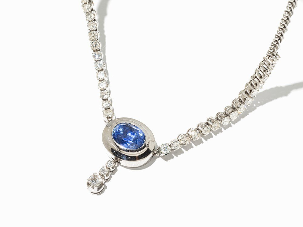 Necklace with Sapphire & 35 Brilliant-Cut Diamonds of