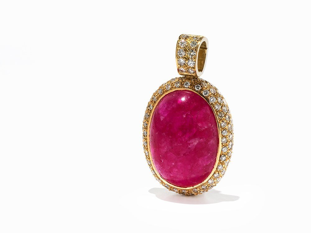 Pendant with a Ruby of 29.5 ct. & 110 Diamonds of c. 3