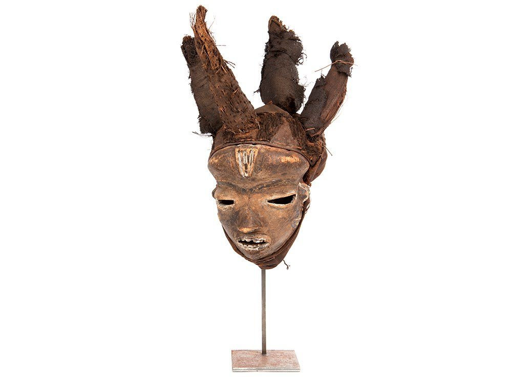 Noticeable and important Mask of the Pende people,