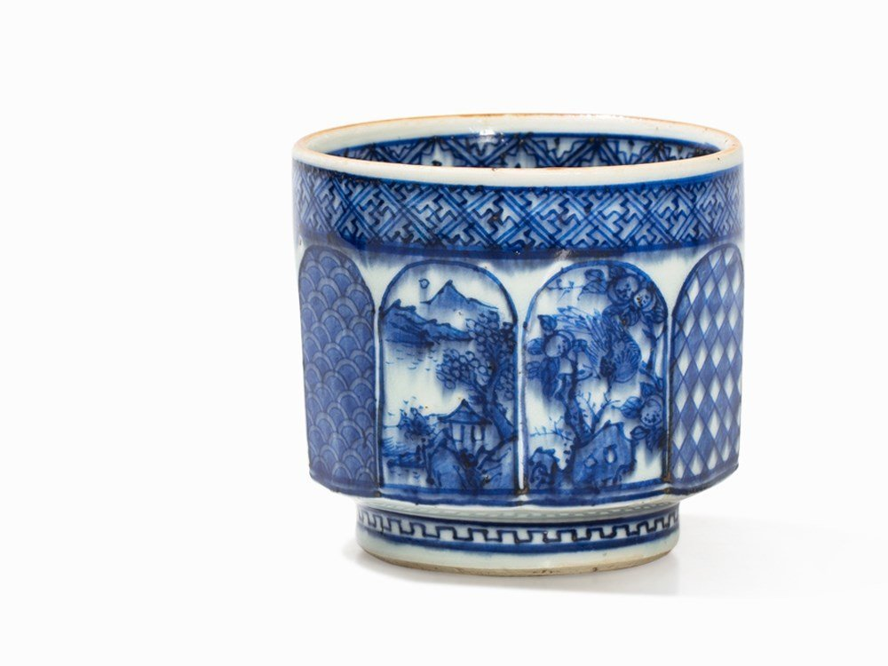 A Shonzui-Style Blue-and-White Tea Cup, Qing, 17th C.