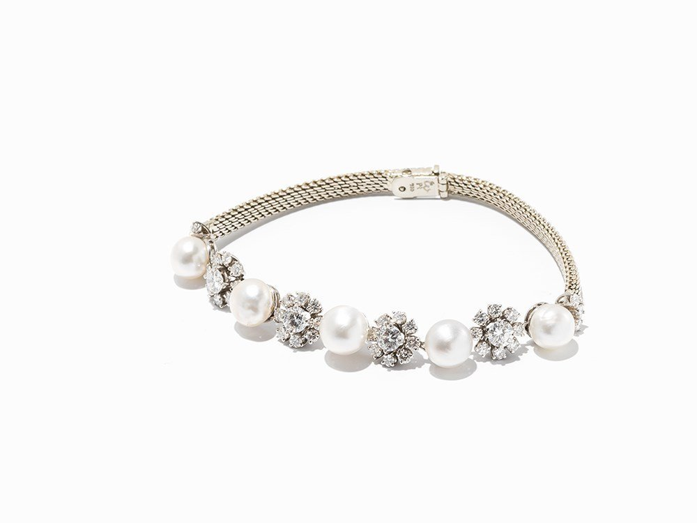 Delicate Diamond Studded Platinum Bracelet with 5