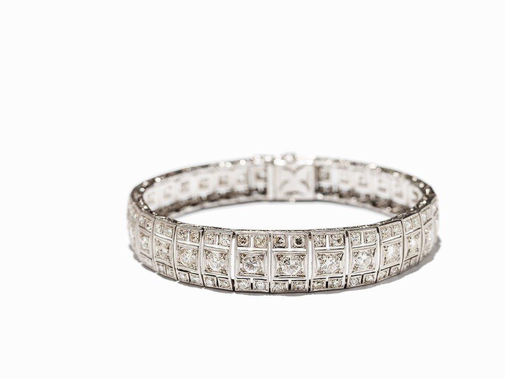 Art Deco Diamond Bracelet in Platinum, circa 10.5 Ct.,