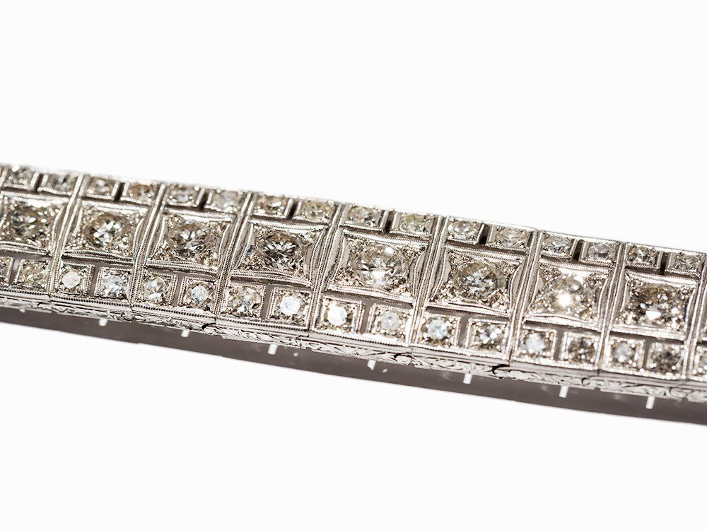 Art Deco Diamond Bracelet in Platinum, circa 10.5 Ct., - 3