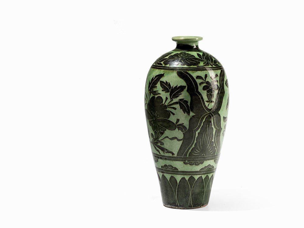 Green-Glazed Cizhou Vase with Black Painted Décor, 19th