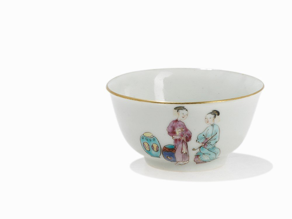 A Small Famille Rose Wine Cup, China, 19th C.