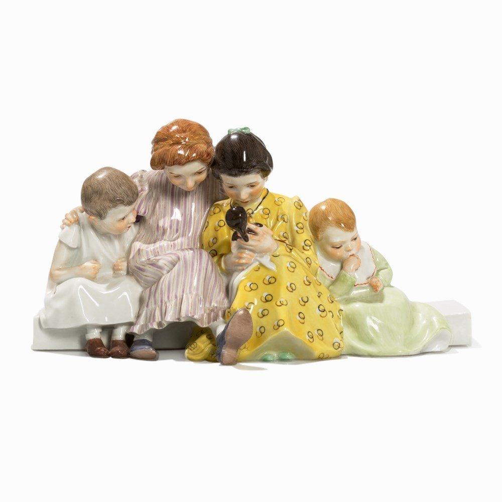 Konrad Hentschel, 'Vier Kinder mit Puppe', Meissen, c. - 6