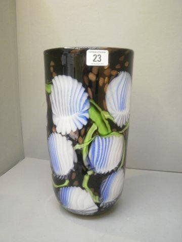 23: A large decorative Murano style glass vase.