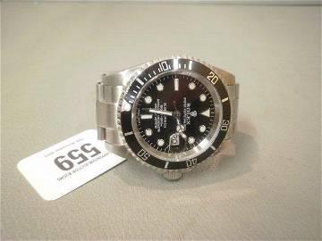 559: A gentleman's wristwatch marked Rolex Submariner.