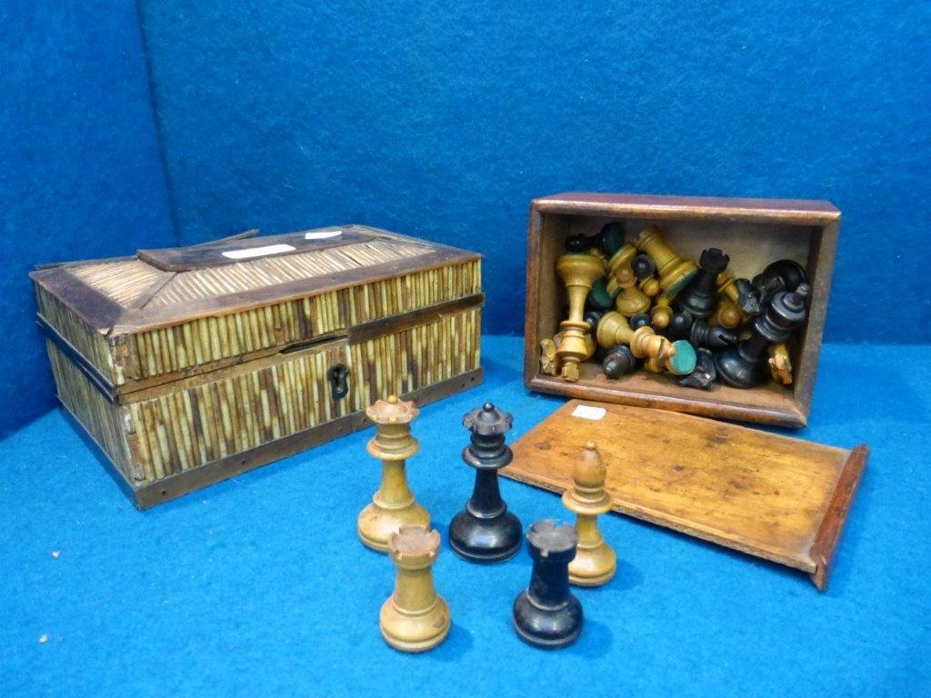 A Staunton pattern turned boxwood chess set and a horn