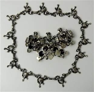 14: and costume chain - armband.
