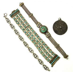 22: convolute costume jewelry.
