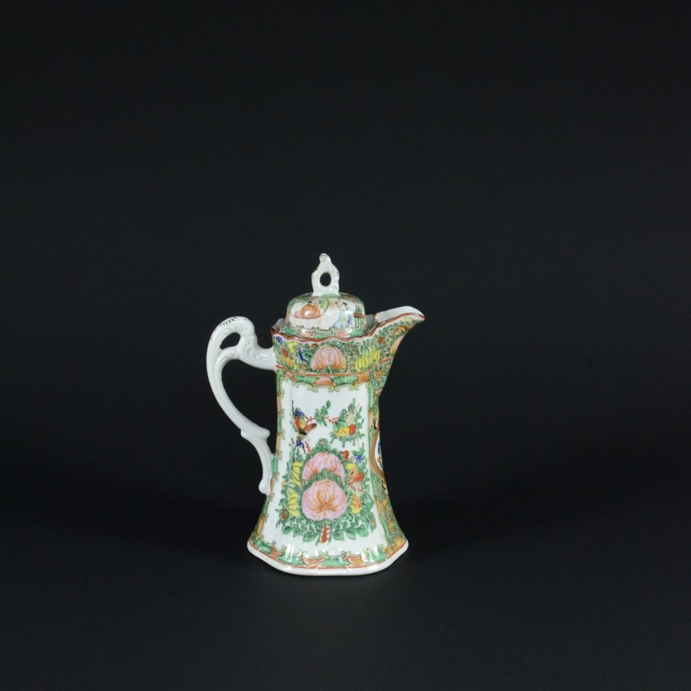 13: CHINESE EXPORT FAMILLE ROSE PORCELAIN COFFEE POT