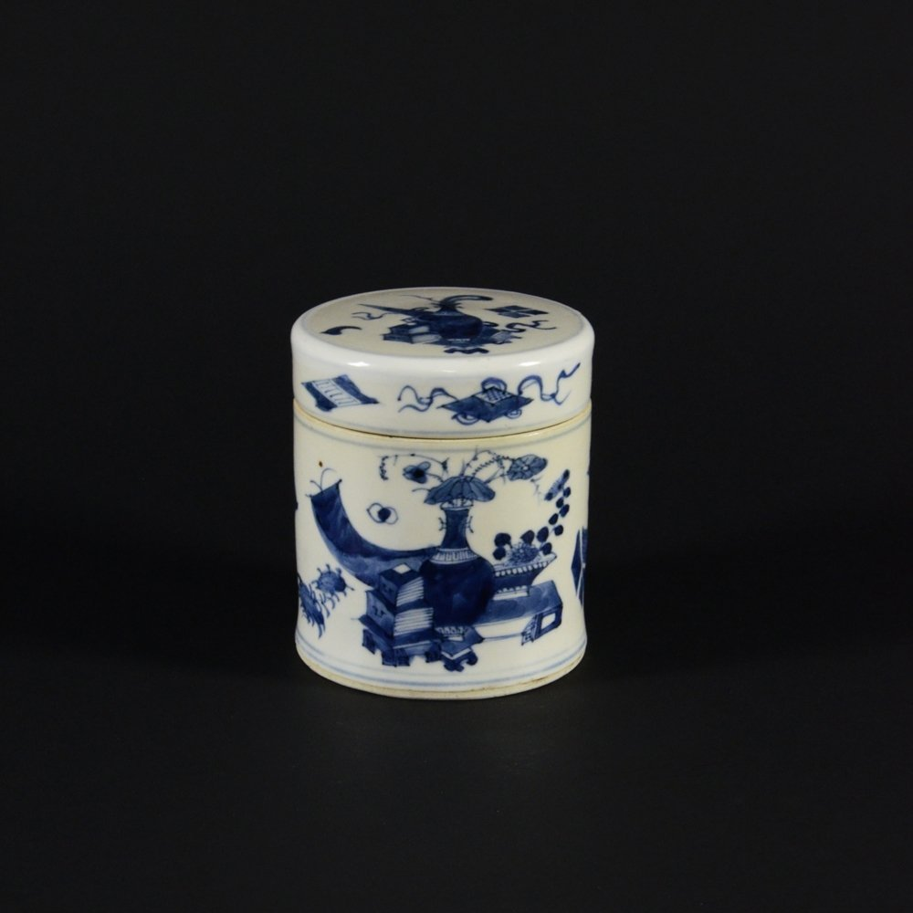 20: UNDERGLAZED BLUE AND WHITE PORCELAIN CANISTER