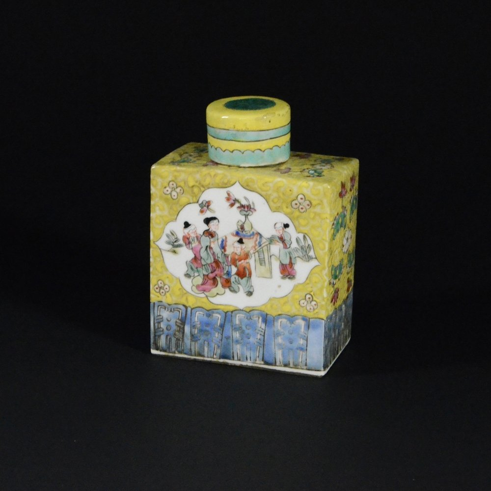 22: FAMILLE ROSE PORCELAIN RECTANGULAR VASE