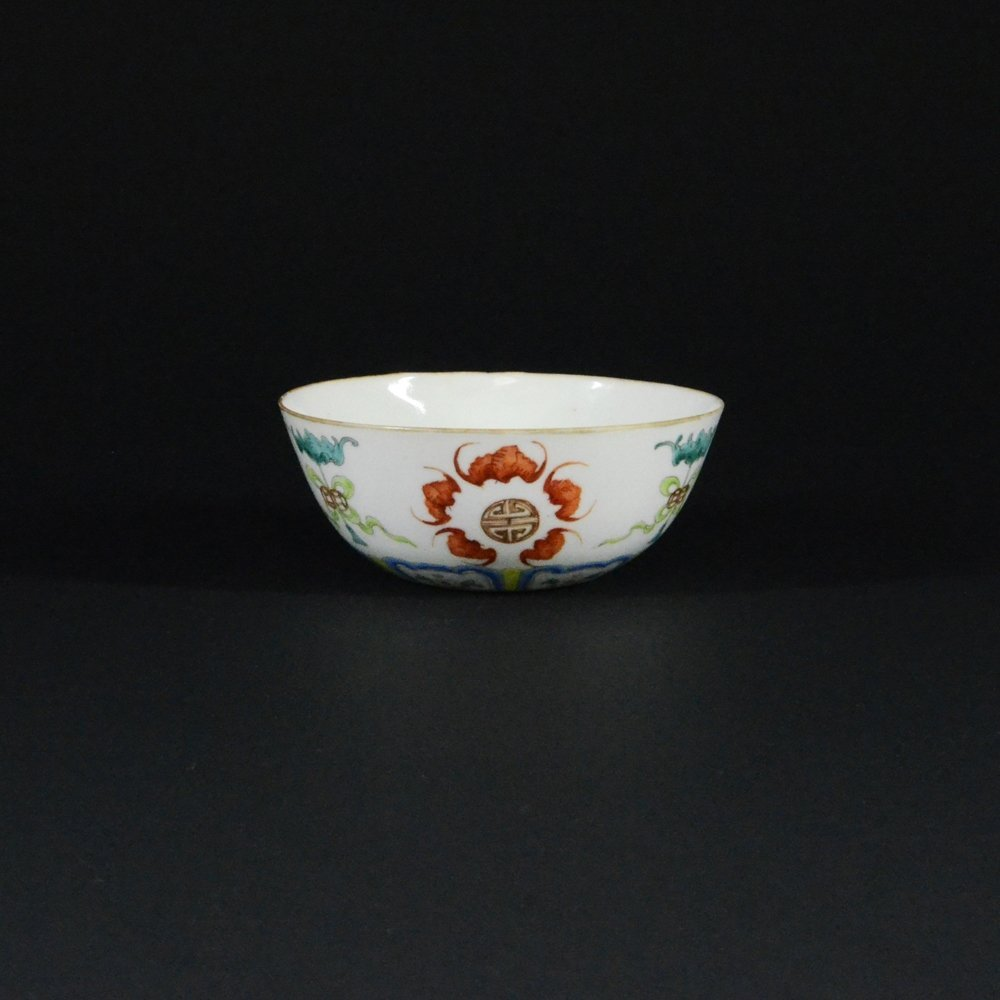 24: 19TH CENTURY FAMILLE ROSE PORCELAIN BOWL