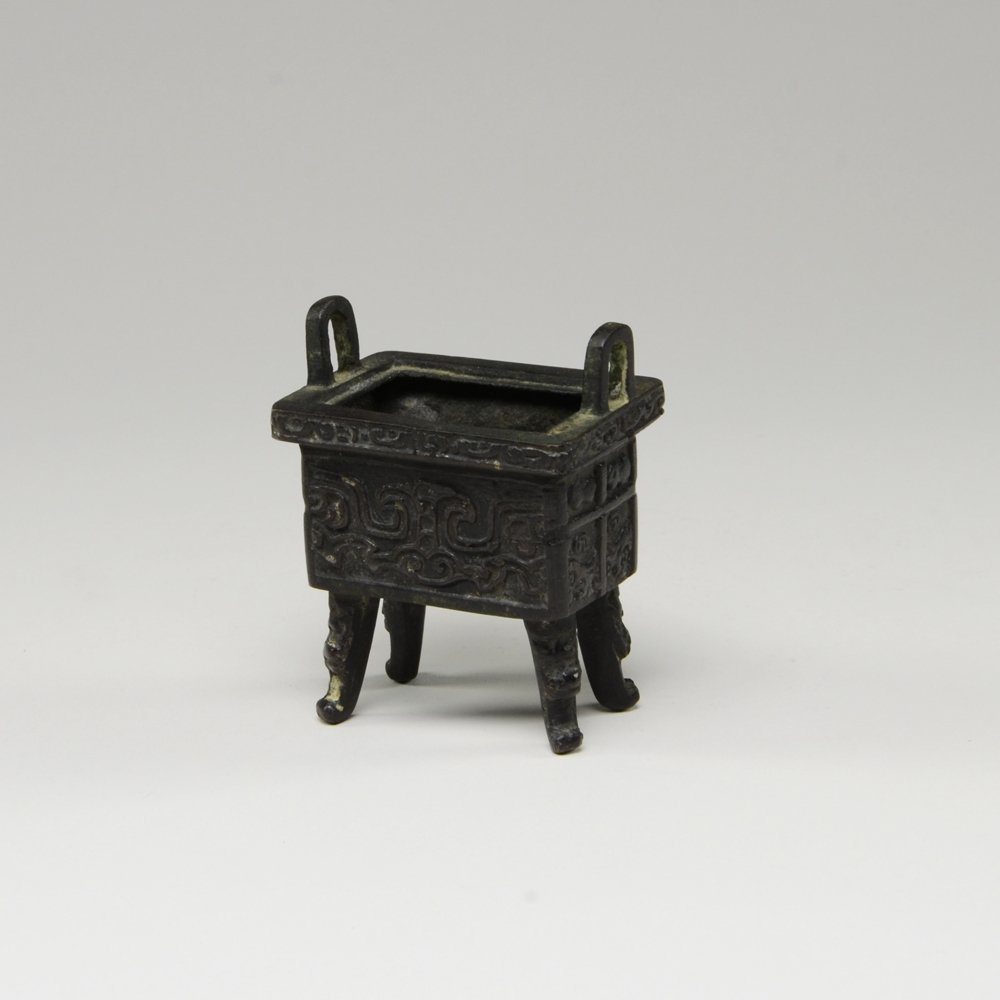 181: SMALL HAN DYNASTY BRONZE CAULDRON