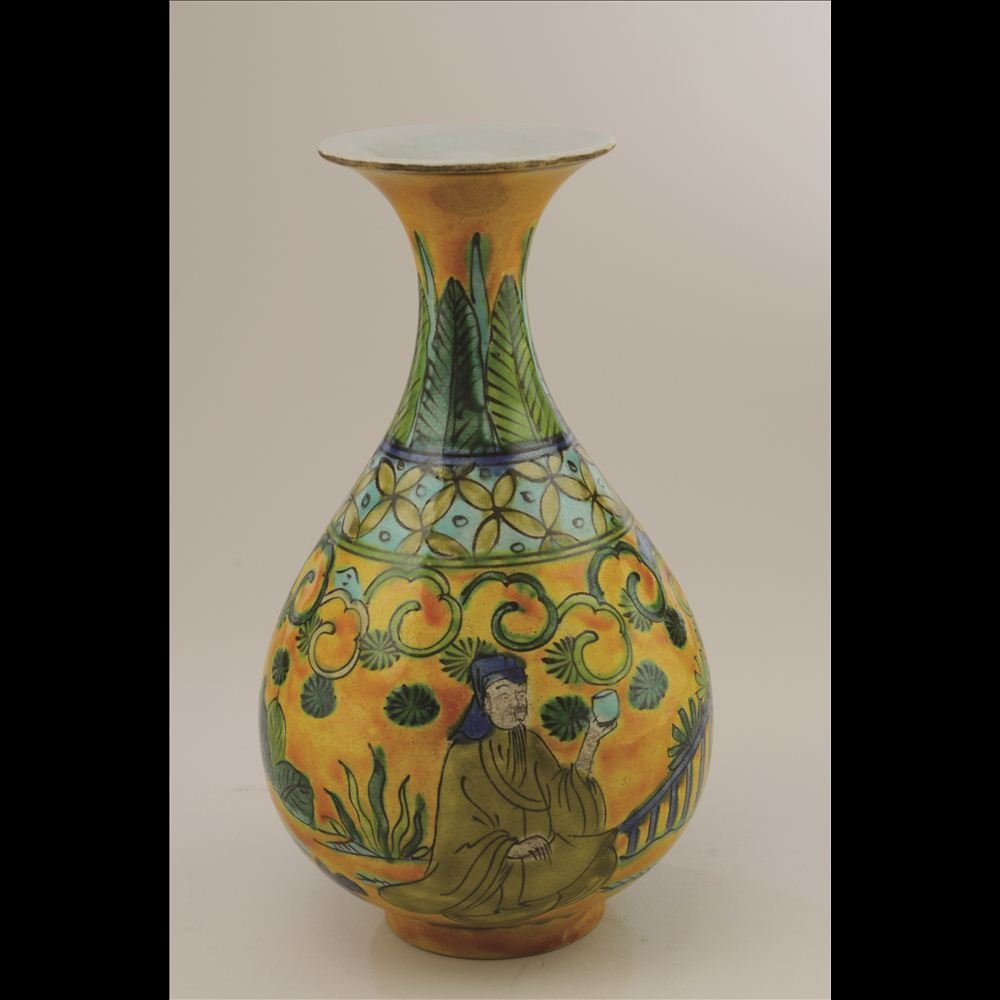 16: SANCAI TRI-COLORED PORCELAIN VASE