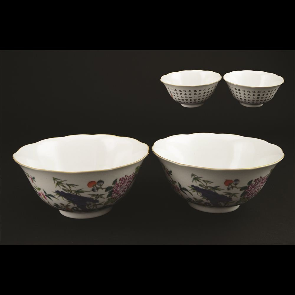22: PAIR OF FAMILLE ROSE PORCELAIN BOWLS