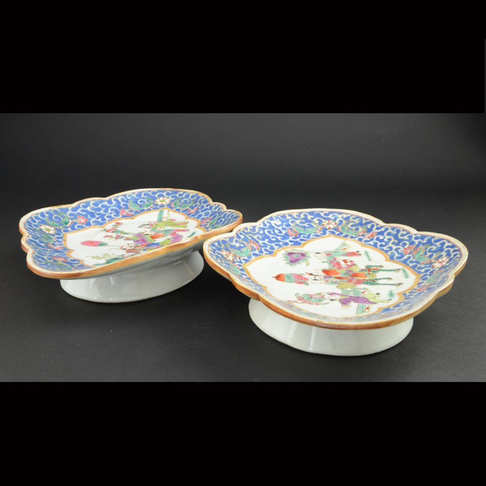 23: PAIR OF FAMILLE ROSE PORCELAIN SHORT STEM PLATES