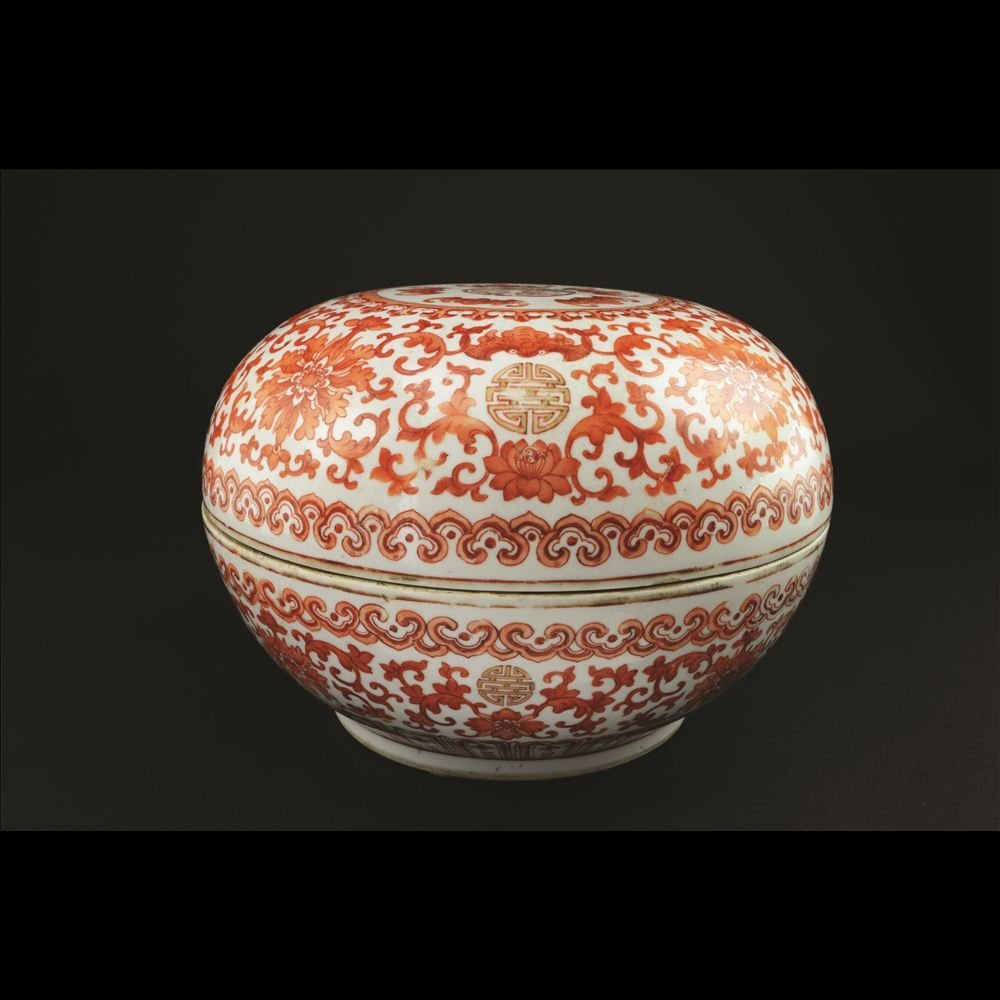 26: PORCELAIN ROUND COVERED BOX