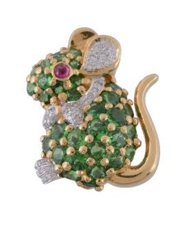 A gem set mouse brooch, set with circular cut tsavorite