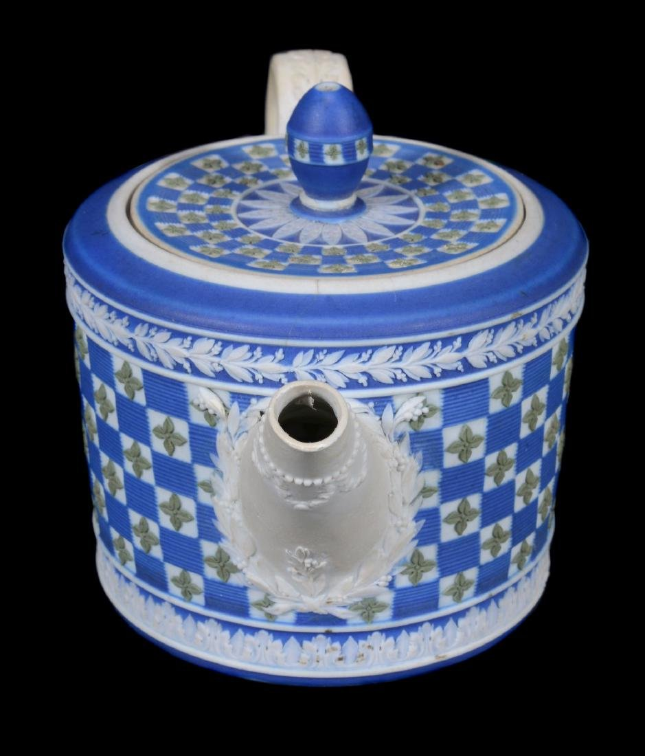 A Wedgwood tri-colour jasper 'diced' cylindrical teapot - 4