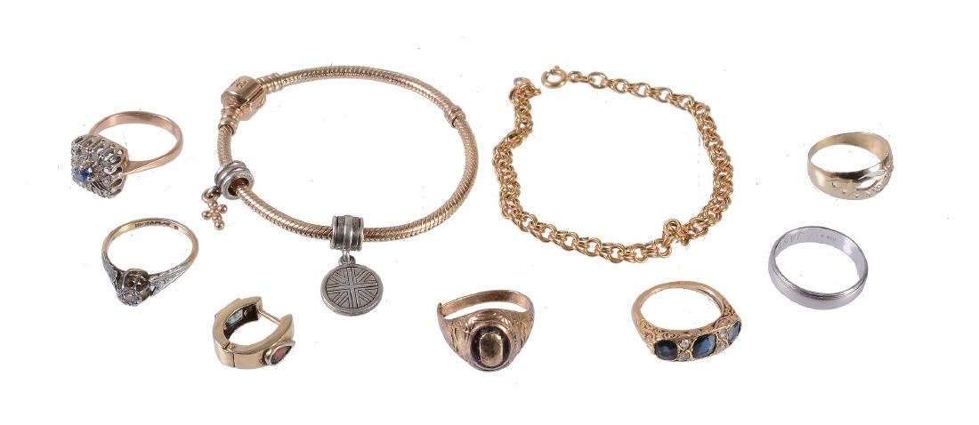 A small collection of jewellery, to include a sapphire