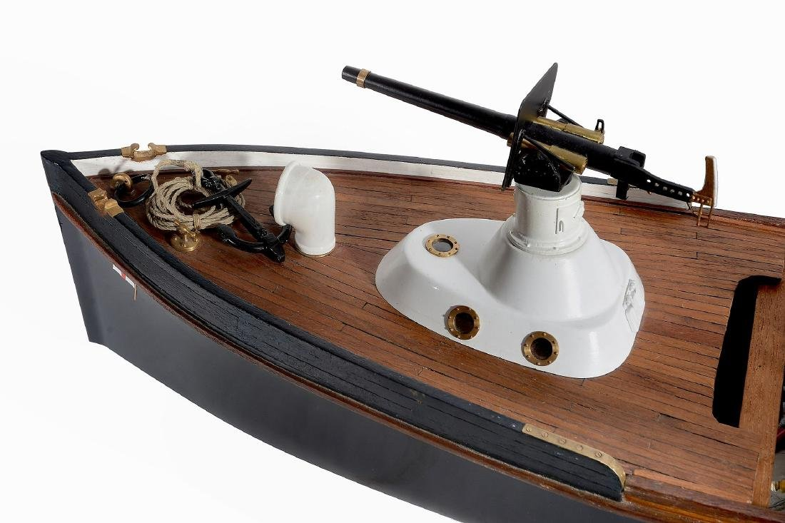 A fine detailed 1/12th scale model of a Royal Navy - 3