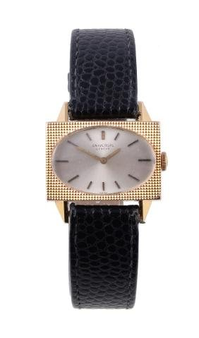 Universal, ref. 208600/01, a lady's gold coloured