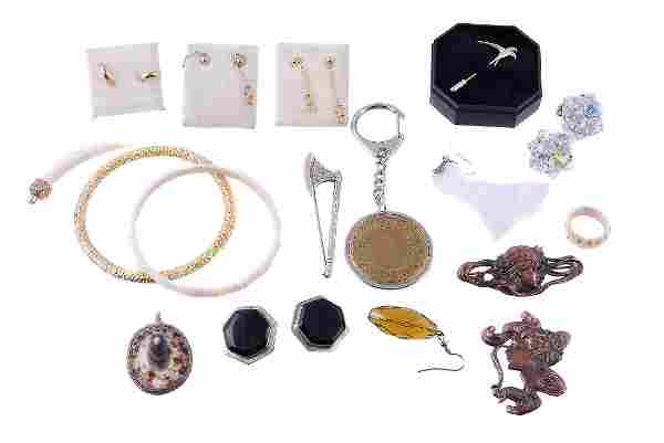 A small collection of gold jewellery , to include a 9