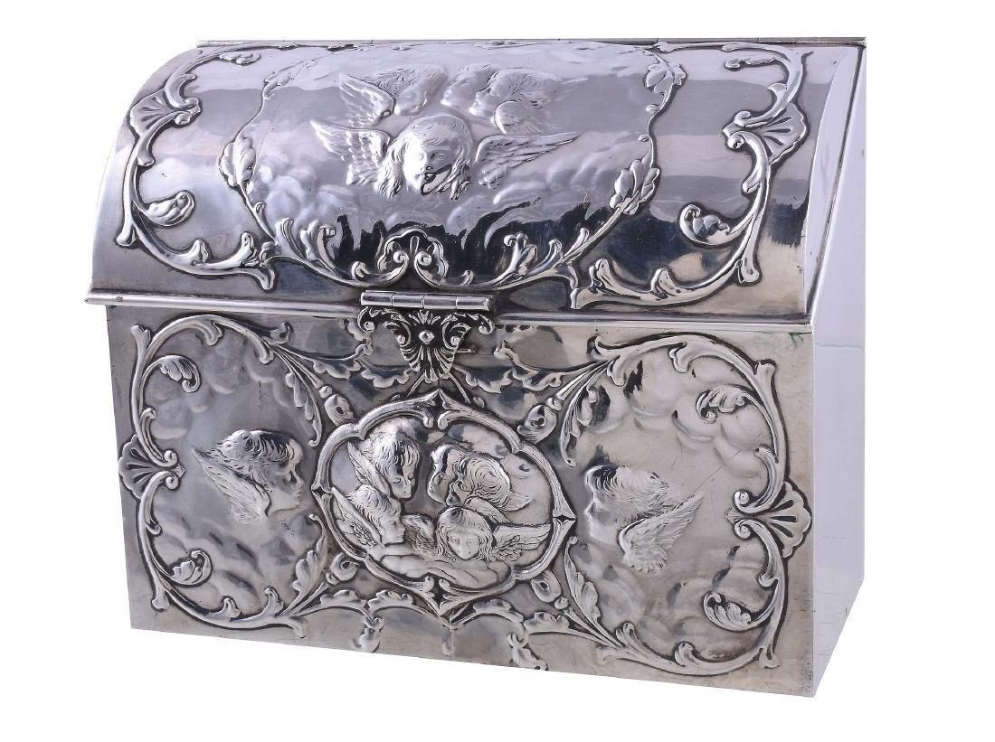 An Edwardian silver box by William Comyns & Sons,