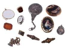 A small collection of antique and other jewellery items