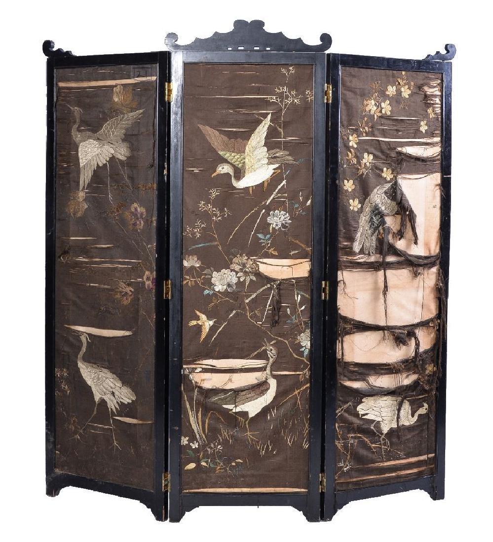A three-panel glazed wood screen - 5