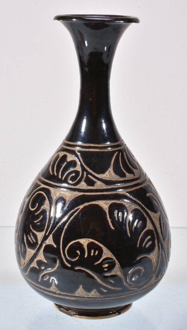 A 'Cizhou' sgraffitto brown-glazed vase