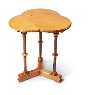 A VICTORIAN STYLE OAK OCCASIONAL TABLE, LATE 20TH