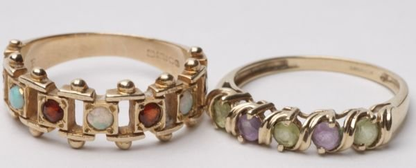 An opal and garnet 9 carat gold dress ring, the st