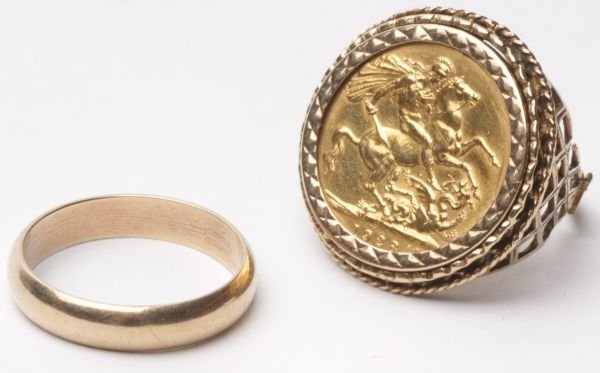 A 1928 sovereign, in a 9 carat gold ring mount, 12